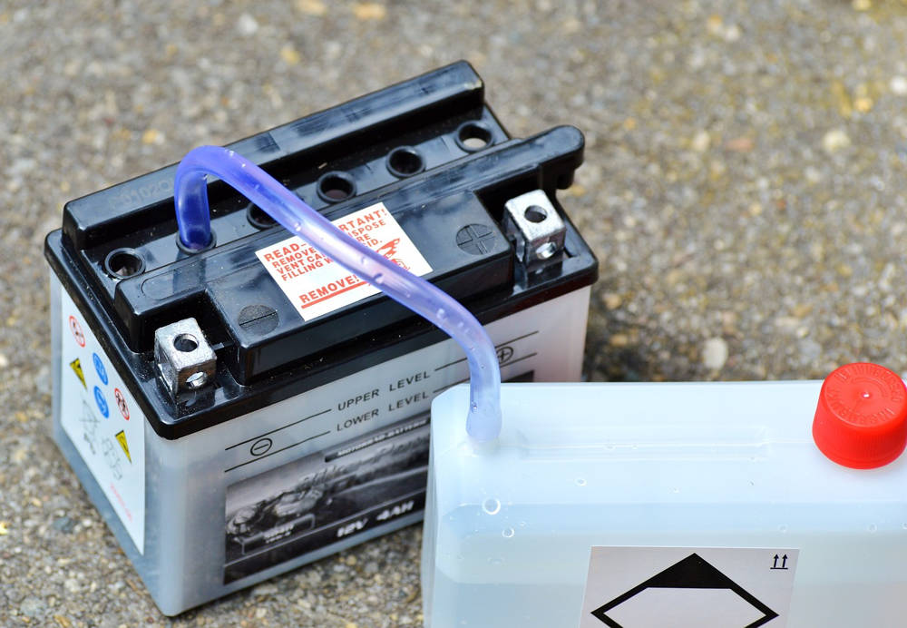 Jak ładować akumulator? Obsługa i ładowanie akumulatora
