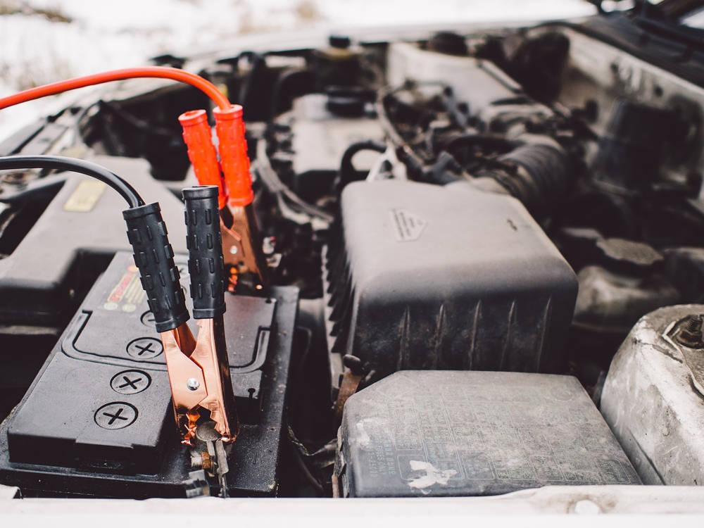 Jak odłączyć i podłączyć akumulator w samochodzie?