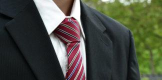 Jak wiązać krawat? Prosty sposób na wiązanie krawata krok po kroku!