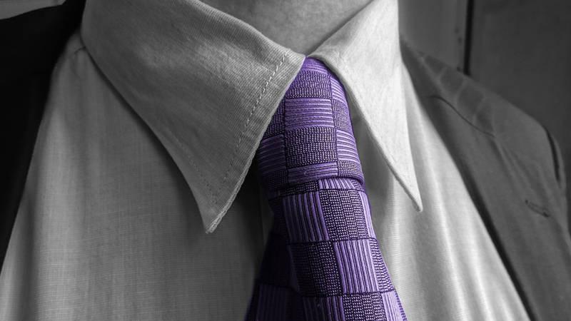 Jaki krawat do czarnego garnituru?