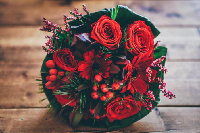 Jakie kwiaty wybrać? Stwórz idealny bukiet walentynkowy