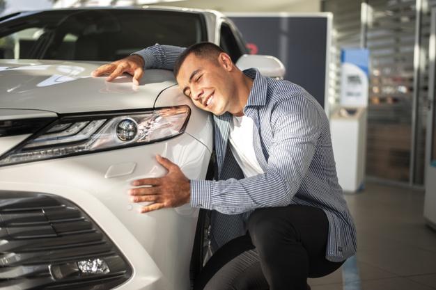O czym powinieneś pamiętać wypożyczając luksusowy samochód